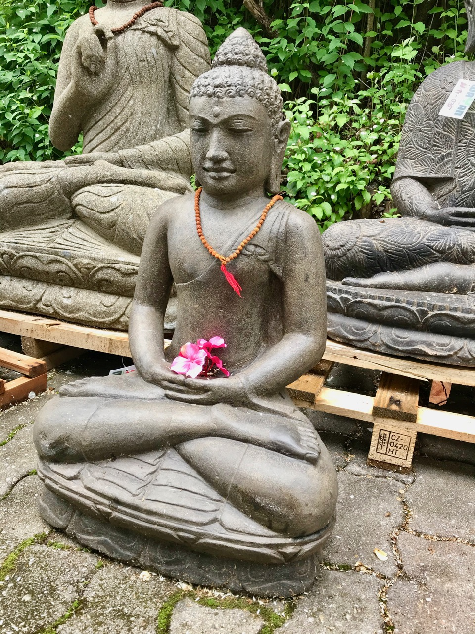 Buddha Skulptur Flussstein antik