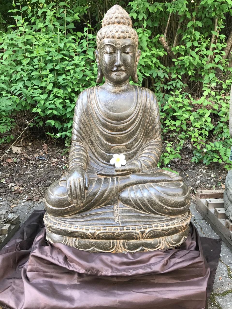 prächtige Buddhastatue Wayan Living