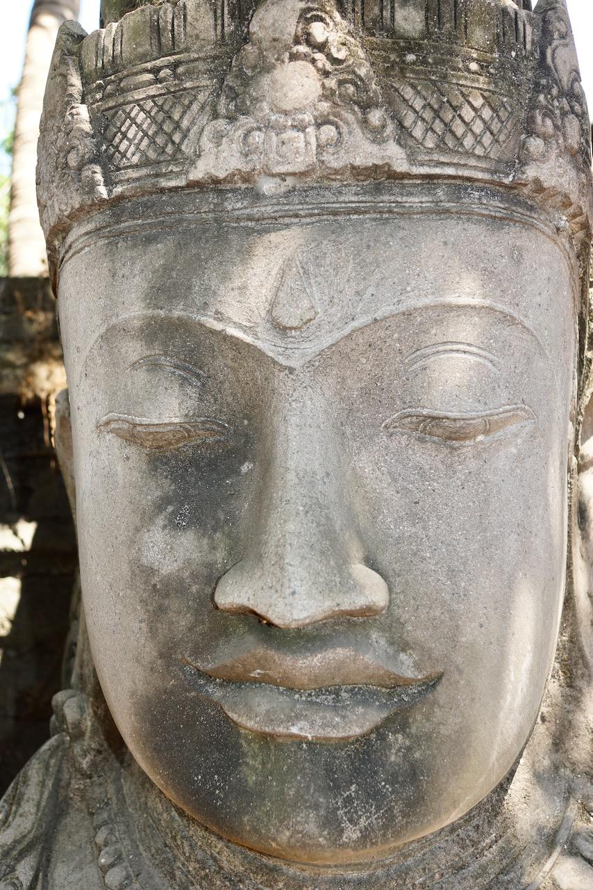 Göttin Dewi Steinskulptur