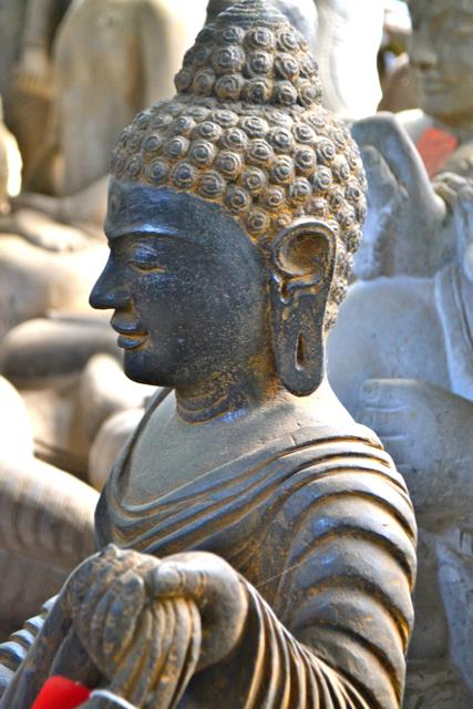 Buddha aus echtem Stein