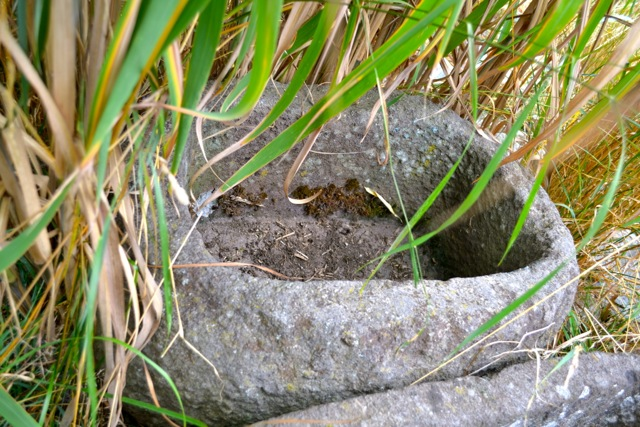 Steintrog Pflanztrog Pflanzgefäß Gartentrog aus Stein 70 cm