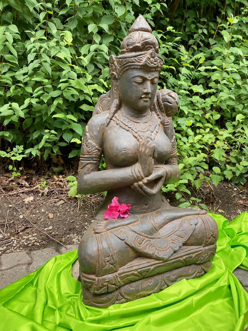 Göttin Dewi Tara Gartenskulptur